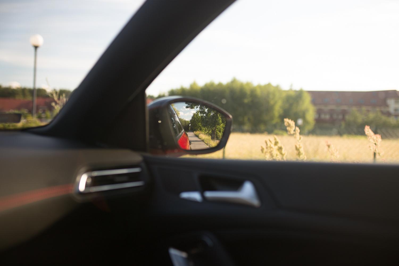 308 GTI na co dzień może być typowym, rodzinnym hatchbackiem - może zwieszenie nie nadaje się na wszystkie drogi ale za to ile zapewnia frajdy!